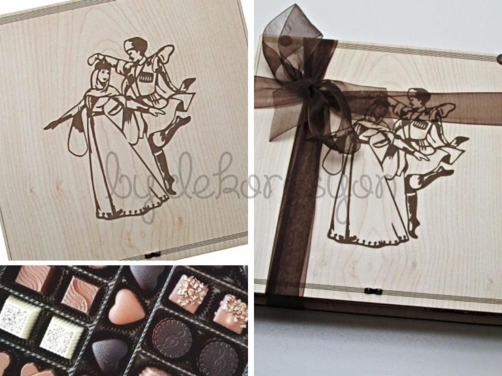 Kafkas Dansı Yapan Çift Figürlü Ahşap Kutulu Hediye Çikolata