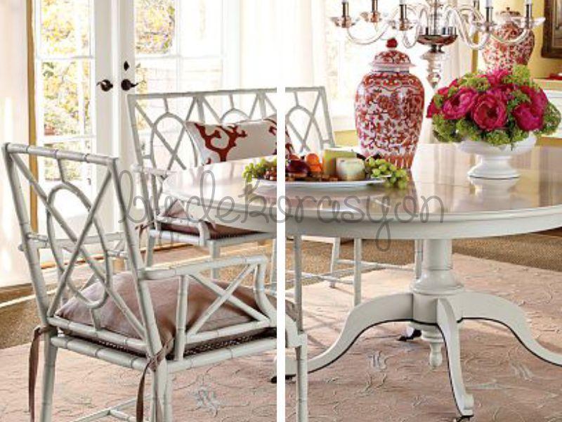 Kırmızı ve beyaz renkler ile romantik masalar hazırlayabilirsiniz.