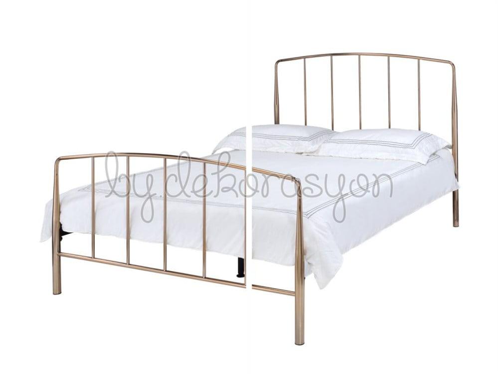 Yatak odasında retro bir görünüm