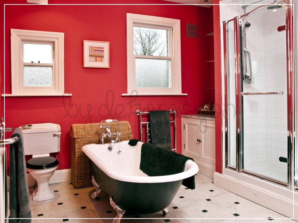 Kırmızıyı bolca kullanabileceğiniz mekanlardan en uygunu banyolar olsa gerek.